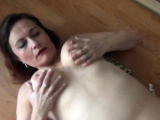 Amateur MILF drills her snatch while on camera